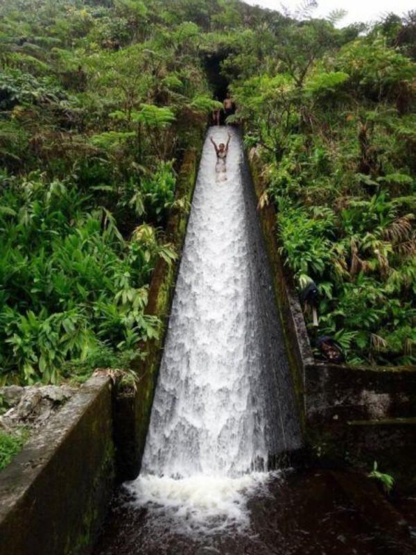 Toboggan en pleine jungle en Indonésie