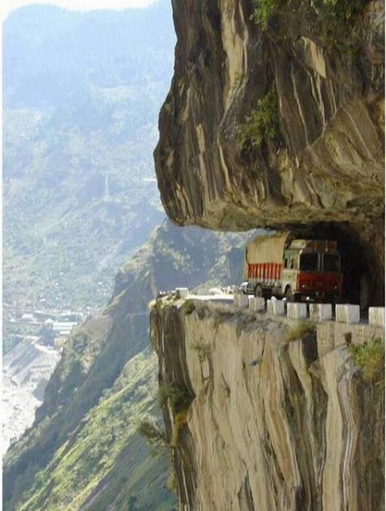 La route vers l'Himalaya, ou le danger permanent