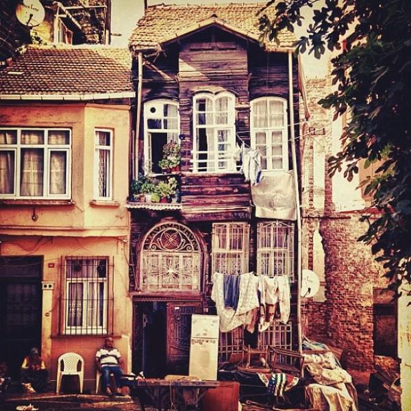 A ce jour, cette maison tient toujours debout...
