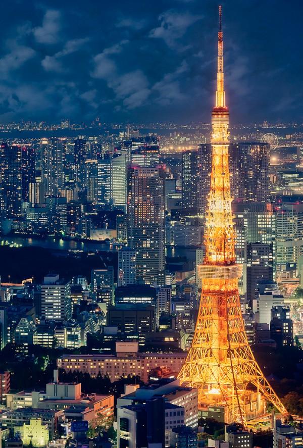 La Tour Eiffel? Non... la Tour de Tokyo!
