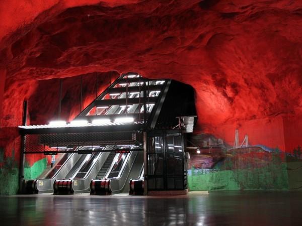 Solna-Centrum-subway-station-Stockholm