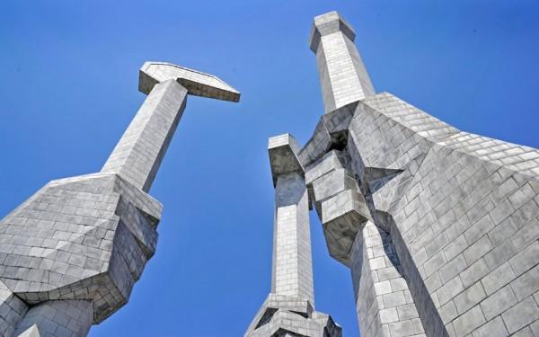 Statue symbolisant l'art, l'industrie et l'agriculture