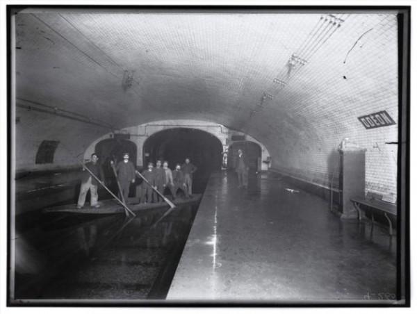 Le métro parisien inondé durant la grande crue de 1910
