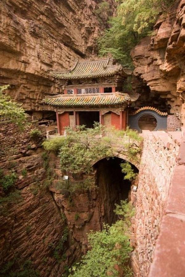 """Le temple du """"Pont de la Lune"""" en Chine"""
