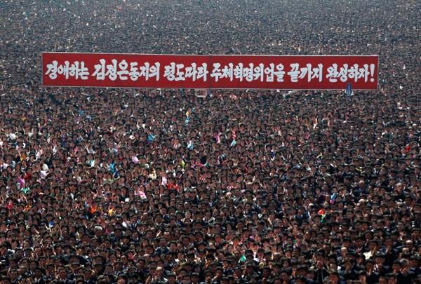 Des centaines de milliers de nord-coréens célèbrent leurs leader
