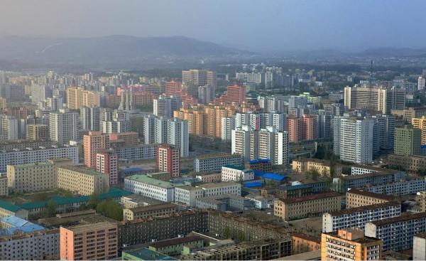 Pyongyang cherche à masquer la réalité derrière les murs repeints