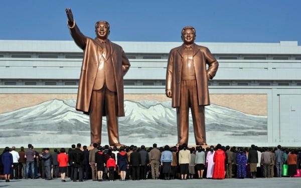 Statues géantes de Kim-Il-Sung et Kim-Jung-Il