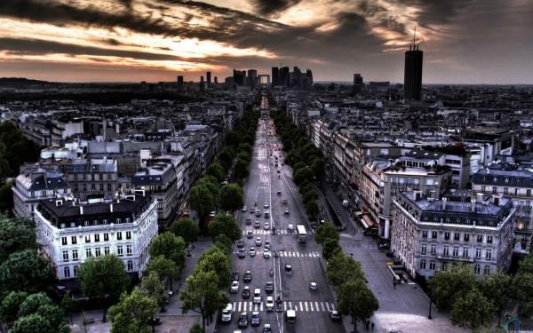 Les Champs Elysées, la plus belle avenue du monde? Il y a de quoi...