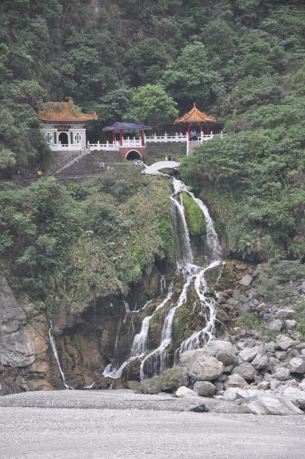 Temple au milieu des montagnes