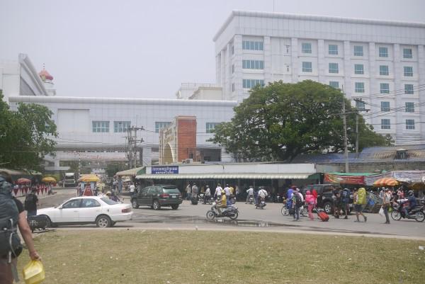 Le poste frontière de Poïpet, côté Cambodge