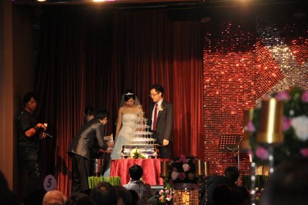 Mon premier mariage taiwanais... et ma première fontaine de champagne (pour le fun... seulement, les coupes ont disparu, personne n'en a eu!)