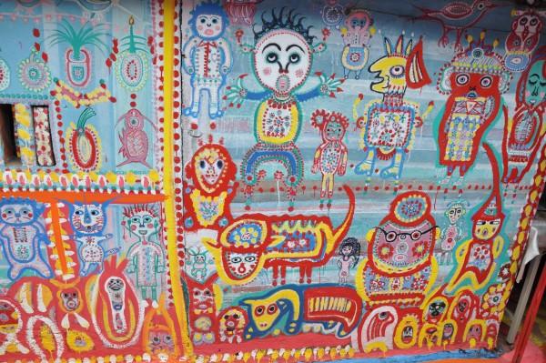 L'une des fresque du Rainbow Village (ne cherchez pas de signification...)