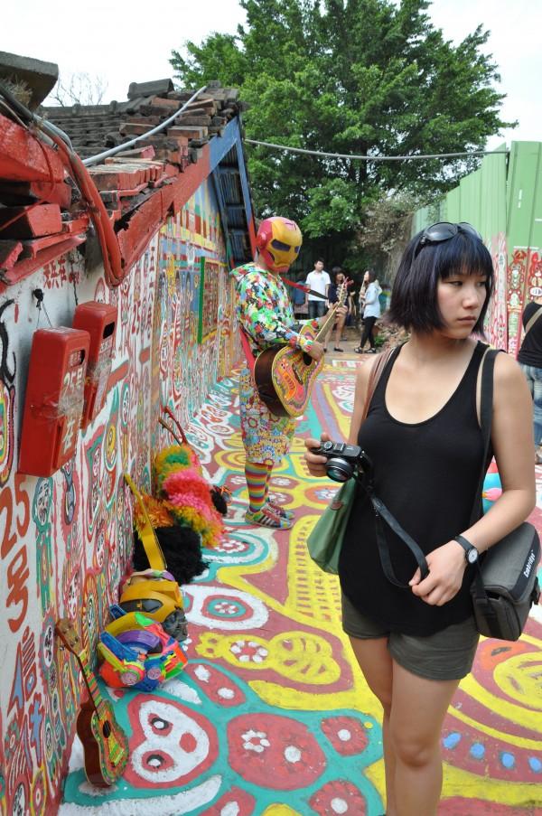 "Jenny, le Rainbow Village et le Elvis ""Iron Man"" Taiwanais"