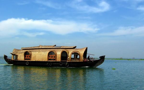 Embarcation traditionnelle  asiatique