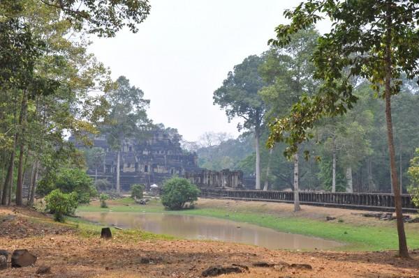 Plus on s'éloigne du temple d'Angkor Wat, plus les touristes se font rares...