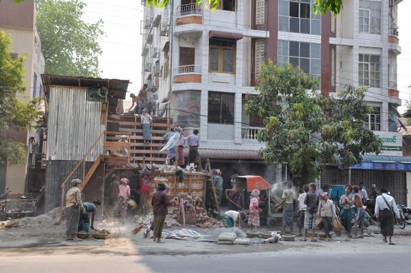 La construction d'une maison: une affaire de famille, de 7 à 77 ans...