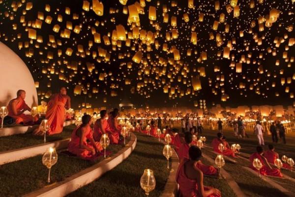 Moines et Lanternes en Thaïlande