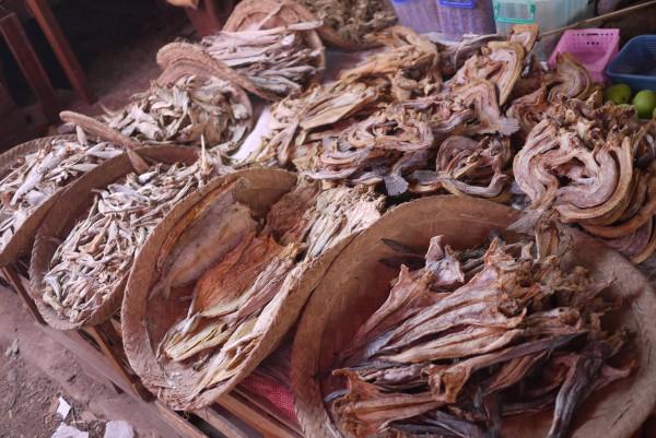 Poissons séchés au marché de Nyaung-Shwe