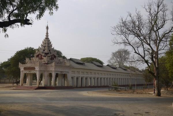 L'entrée du temple, vue de l'extérieur...
