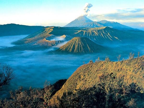 Volcans sur l'île de Java
