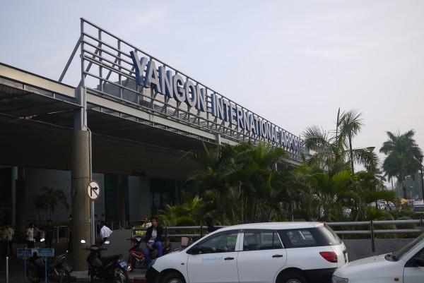 """L'aéroport International de Rangoon... fin du périple et retour à la vie """"presque"""" normale..."""