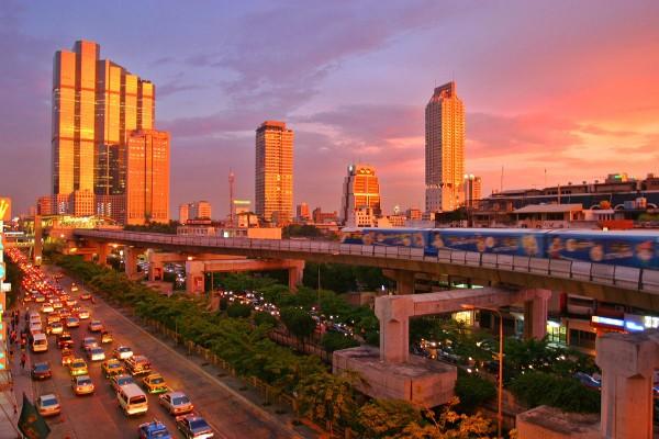 Buildings et métro de Bangkok