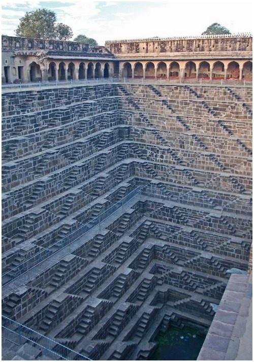 Le casse-tête du temple Chand Baori en Inde