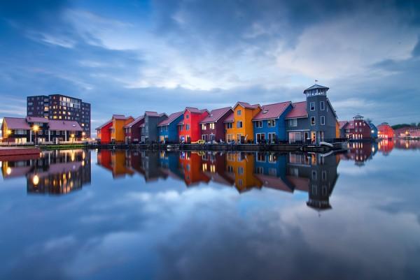 La ville d'Hoogkerk aux Pays-Bas, construite sur la mer
