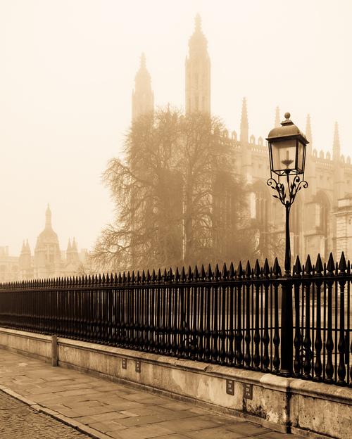 Le brume sur Cambridge en Angleterre