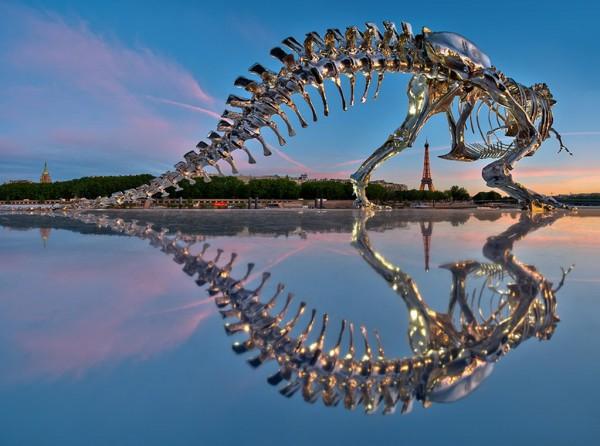 Quand les dinosaures débarquent à Paris... ils sortent les chromes!