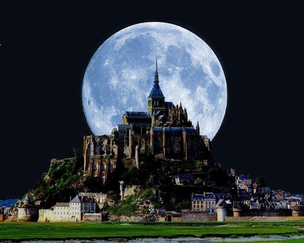 Le Mont Saint Michel sous la pleine lune