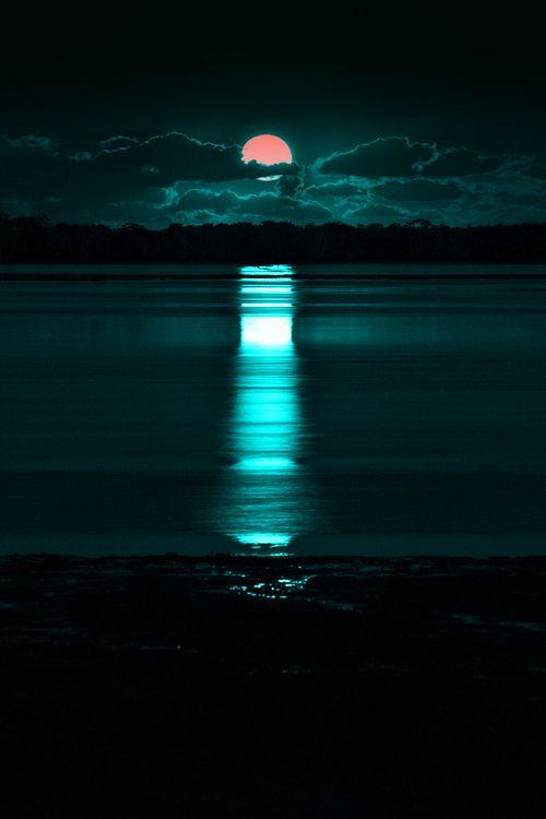 On ne regarde pas assez souvent la lune...