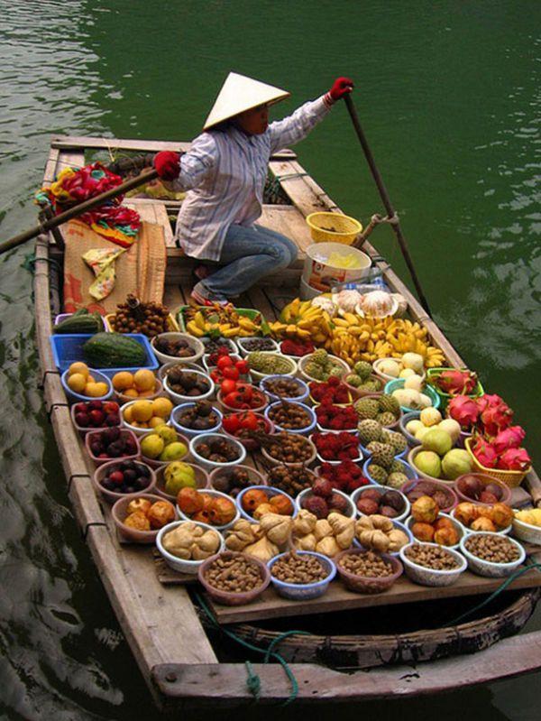 Un marché flottant au Vietnam