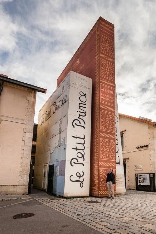 """Une librairie rend un hommage """"géant"""" au petit prince"""