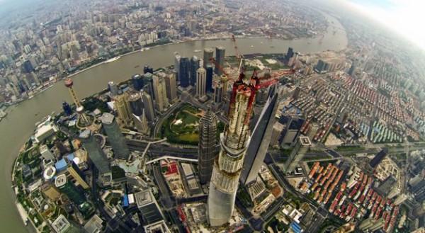 La Shanghai tower, qui met un gros coup de massue aux autres grattes-ciel de la ville