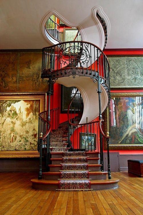 Escalier en spirale du musée national de Paris