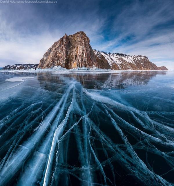 Le lac Baïkal en Russie, et ses glaces