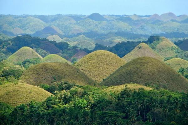 "Les montagnes ""Chocolat"" aux Philippines"