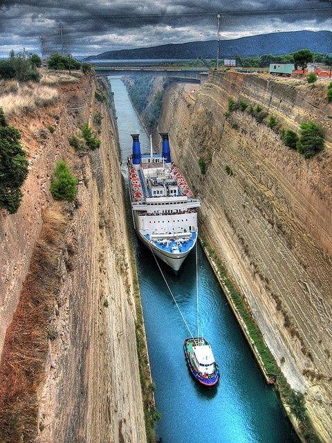 Paquebot dans le canal de Panama