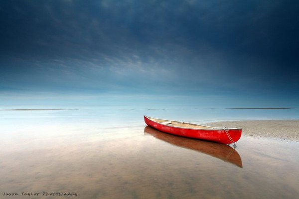 Un canoë... une plage... et c'est tout!
