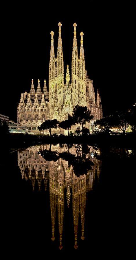 La Segrada Familia de Barcelone, vue de nuit