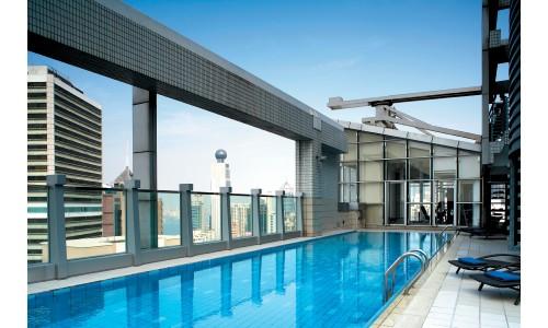 La piscine sur le toit... Un luxe à Hong-Kong