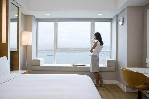 """Une chambre """"deluxe"""" soit la catégorie meilleure marché du Traders Hotel"""