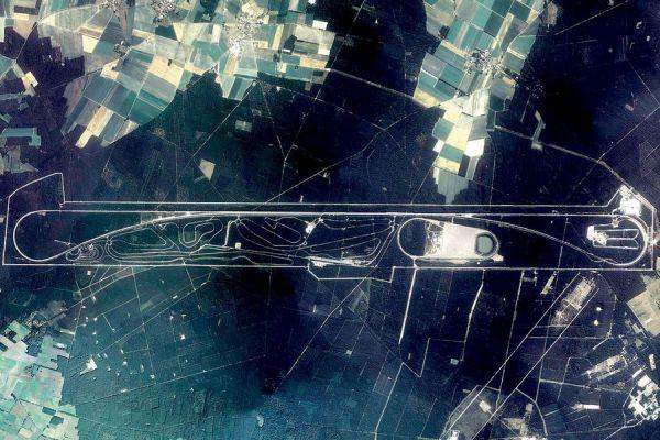 L'immense circuit d'essai de Volkswagen, vu du ciel