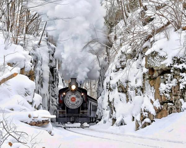 Train à vapeur dans la neige au Delaware - Etats-Unis
