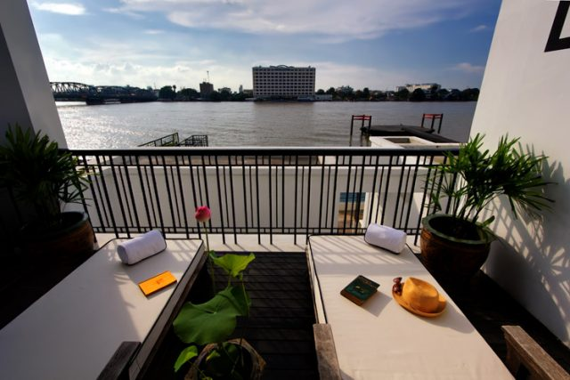 villa-pool-view-river-siam