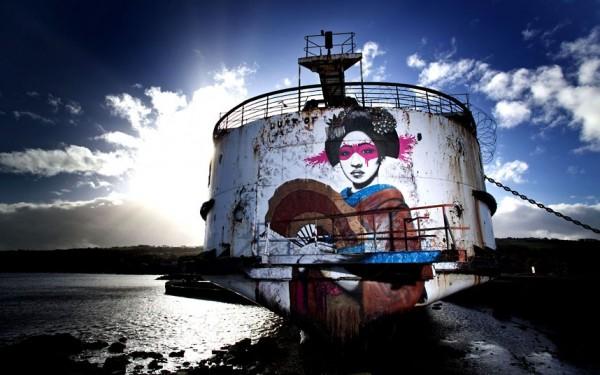 Un navire abandonné transformé en galerie de StreetArt flottante