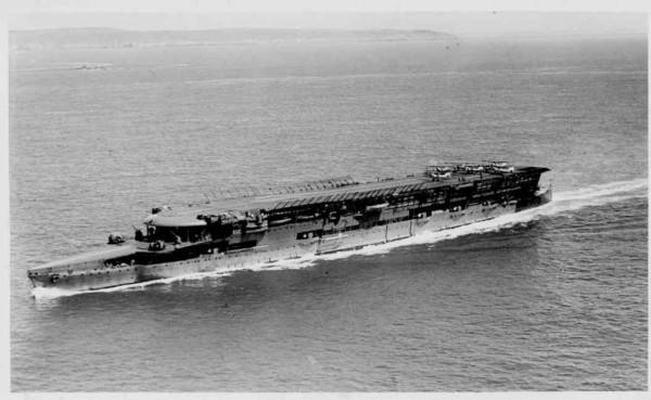 Question con du jour: Quel mécanisme improbable a permis le premier atterrissage réussi sur un porte-avions en mer ?