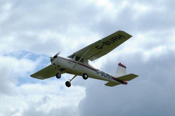 Alors que le pilote perd connaissance, le passager prend les commandes!