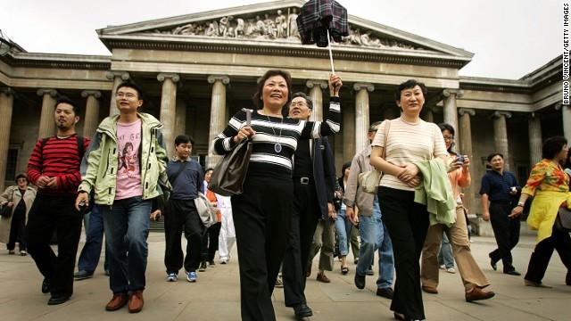 Le gouvernement chinois lance un guide de 64 pages pour apprendre les bonnes manières à ses ressortissants en voyage.